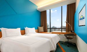 days-hotel-twin-bed-guestroom-city-view-mid-res